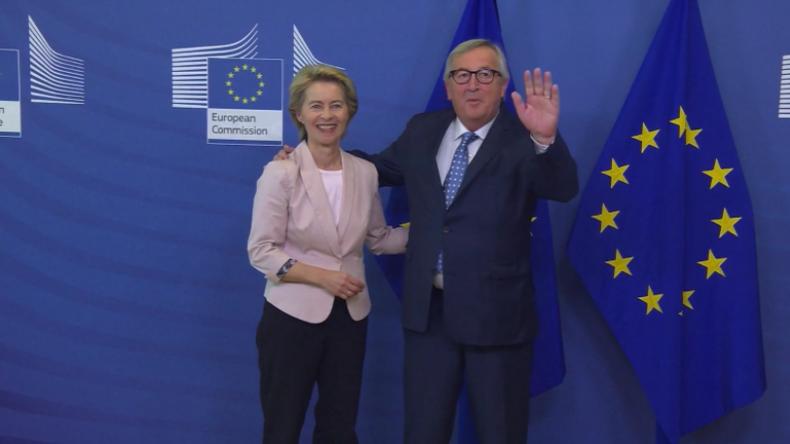 """Belgien: """"Bye, bye!"""" Scheidender EU-Kommissionspräsident Juncker verabschiedet sich vor der Presse"""