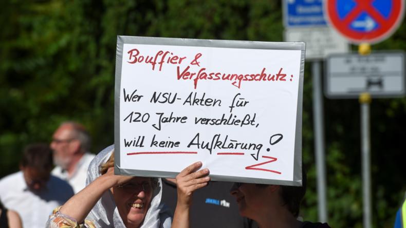 """Deniz Yücel:  Verfassungsschutz ist die """"gefährlichste Behörde Deutschlands"""""""