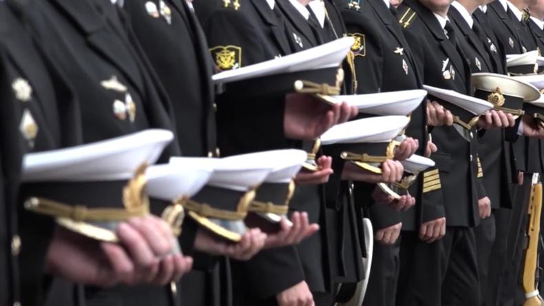 Russland: Angehörige erhalten posthume Auszeichnungen für verunglückte U-Boot-Fahrer