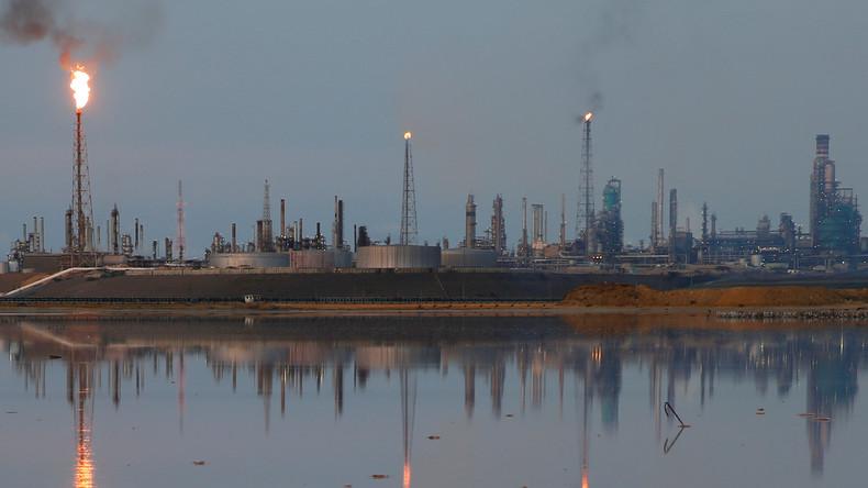 Zwei größte venezolanische Erdölraffinerien stellen wegen erneutem Stromausfall Betrieb ein
