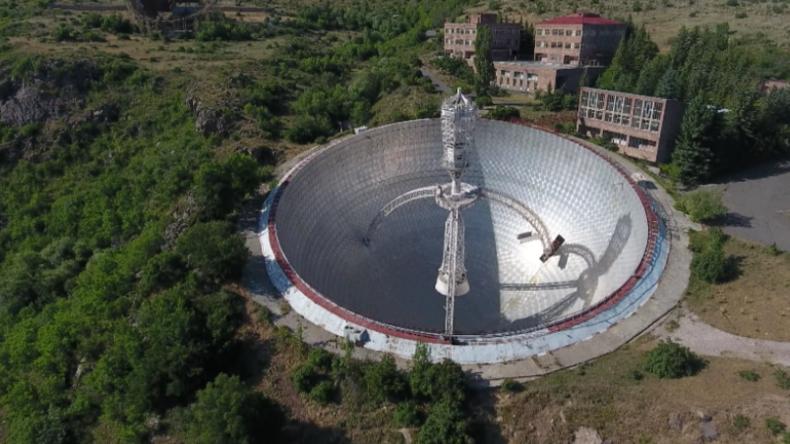 Riesiges Radioteleskop Aus Udssr Zeit In Armenischen Bergen Dem Verfall Uberlassen Rt Deutsch