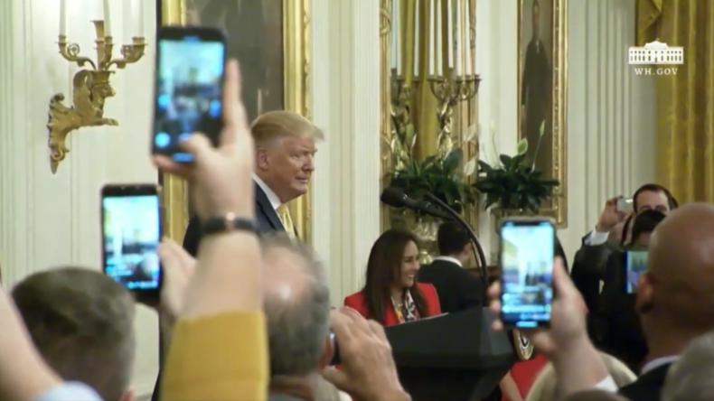 """Trump lobt die Macht der sozialen Medien, um den """"Fake-News-Filter"""" zu umgehen"""
