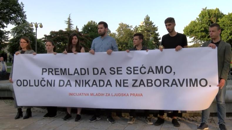 Serbien: Mahnwache für 24. Jahrestag des Srebrenica-Massakers trifft auf Gegenproteste
