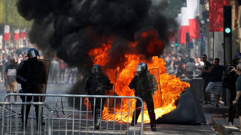 Barrikaden und Tränengas: Über 150 Festnahmen am Rande der Militärparade in Paris
