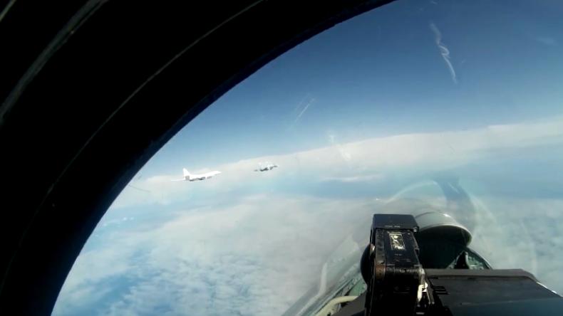 Über der Ostsee: Finnland, Dänemark und Schweden verfolgen mit Jets russische Tu-160-Bomber