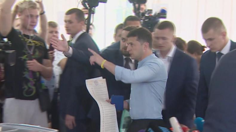 Ukraine: Selenskij und andere prominente Politiker geben ihre Stimme ab