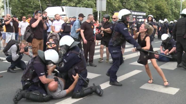 Polen: Gegenproteste zur ersten LGBT-Pride-Parade in Bialystok