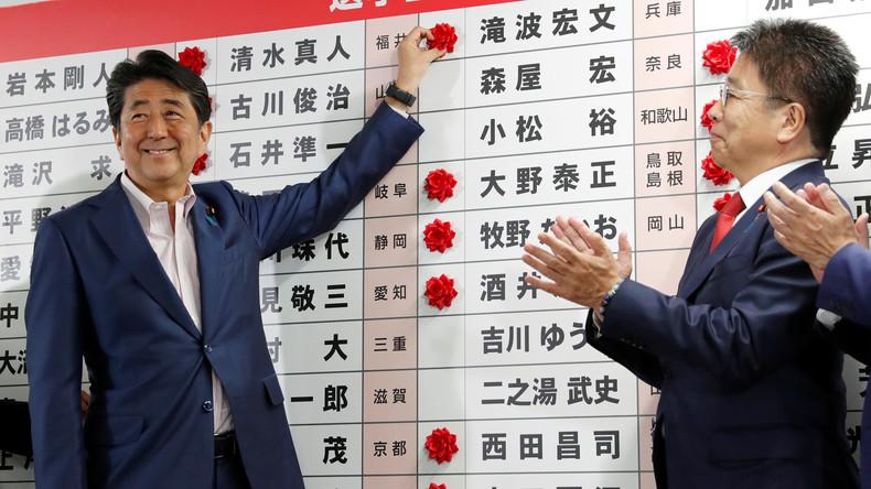 Japans Regierungschef Abe verfehlt Zweidrittelmehrheit bei Wahl zum Oberhaus