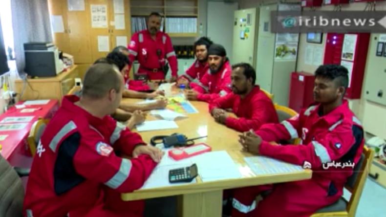 Iran: Besatzung des unter britischer Flagge fahrenden Tankers gefilmt