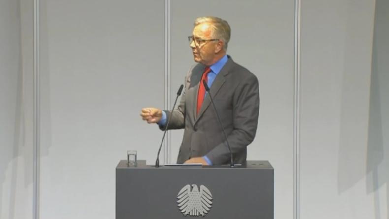 """""""Kotau vor USA"""" - Linken-Politiker Bartsch geht mit Kramp-Karrenbauer ins Gericht"""