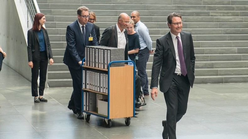 """""""Grill den Scheuer"""" mit neuer Frist – Folgen des gescheiterten Maut-Projekts für Bund weiter unklar"""