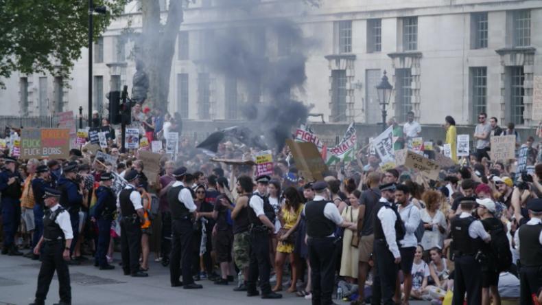 """London: """"Nicht unser Premierminister"""" – Tausende protestieren gegen Boris Johnson"""