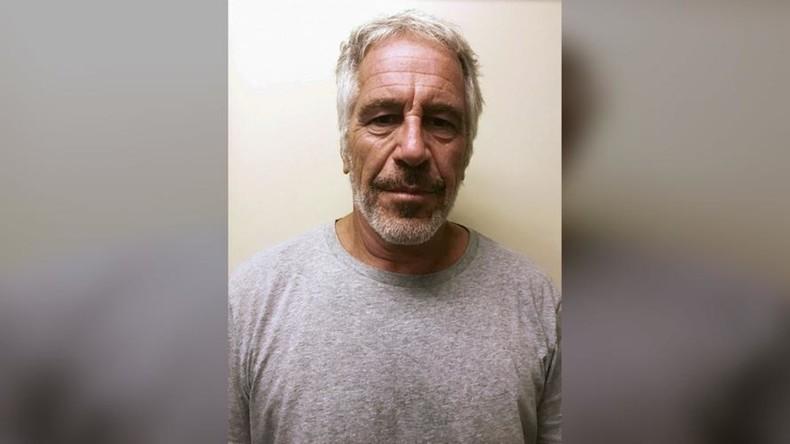 Jeffrey Epstein verletzt und mit verdächtigen Spuren am Hals in Gefängniszelle gefunden