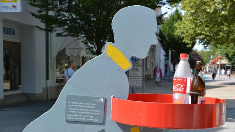 """Menschenwürdiges Flaschensammeln? Rheinfelden stellt """"Pfandbutler"""" auf"""