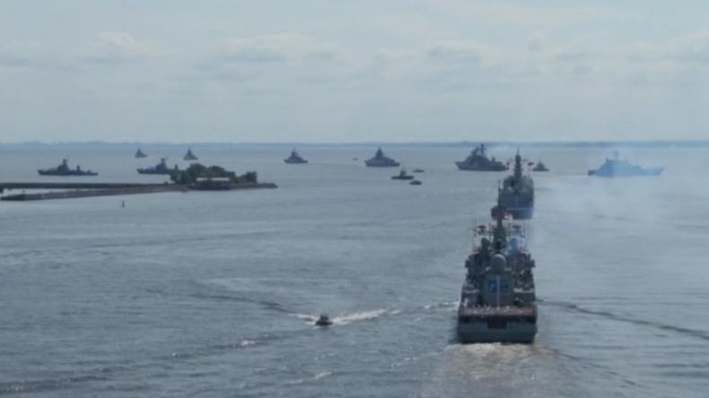 """""""Kann jedem Aggressor antworten"""" – Marineparade mit Dutzenden Kriegsschiffen in St. Petersburg"""