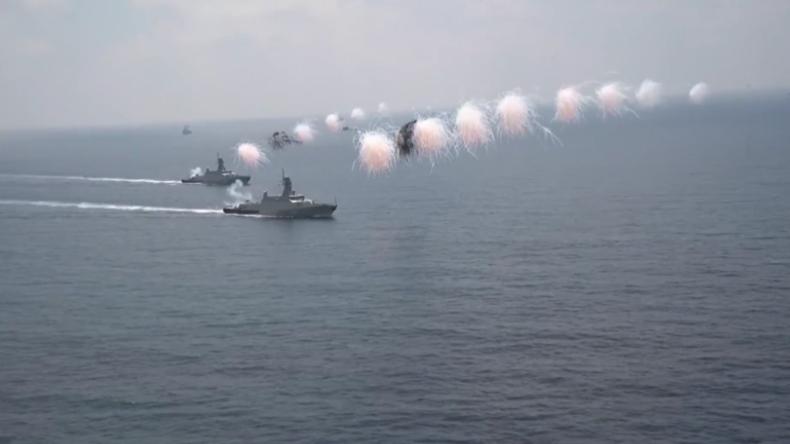 Syrien: Russische Marine feiert mit Parade im Hafen von Tartus