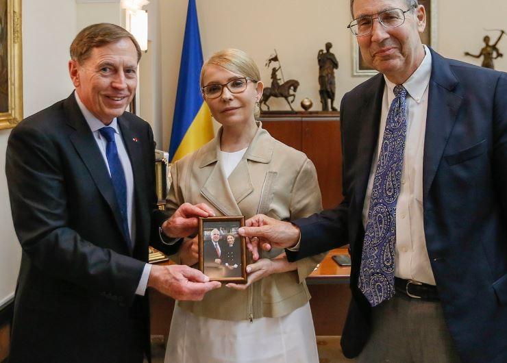 """Will die Ukraine Russland """"vernichtenden"""" Schlag versetzen? Ex-CIA-Chef Petraeus zu Besuch in Kiew"""