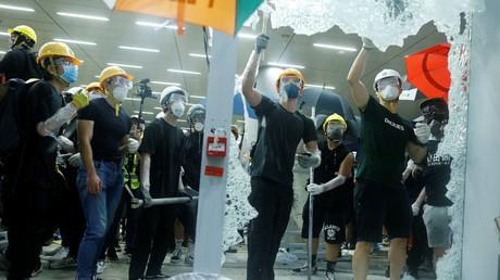 Extremistische Randalierer tobten stundenlang im Parlamentsgebäude der chinesischen Sonderverwaltungszone Hongkong.