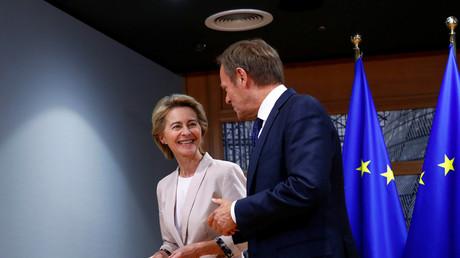 Ursula von der Leyen in Brüssel mit Donald Tusk, Präsident des Europäischen Rates. (4. Juli 2019)