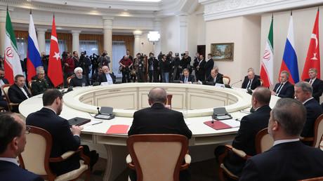 Im russischen Sotschi trafen sich am 14. Februar die Staatsoberhäupter Russlands, der Türkei und des Iran, um über die weitere Entwicklung Syriens zu beraten. Ihr nächstes Treffen wird nun in Ankara stattfinden.