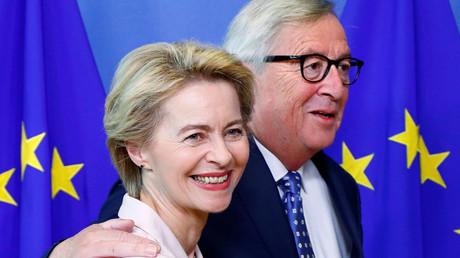 Die deutsche Verteidigungsministerin Ursula von der Leyen mit dem EU-Kommissionspräsidenten Jean-Claude Juncker, Brüssel, Belgien, 4. Juli 2019.