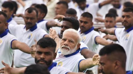 Der indische Premierminister Narendra Modi nimmt an Gruppen-Yoga-Übung am Internationalen Yoga-Tag in Ranchi teil