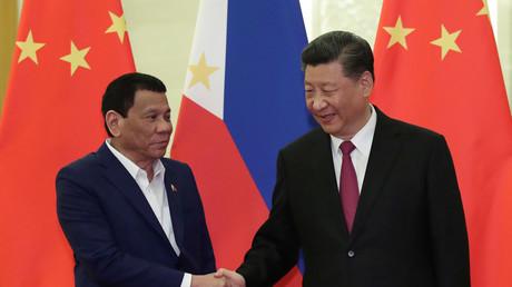 Der philippinische Präsident Rodrigo Duterte zusammen mit dem chinesischen Präsidenten Xi Jinping am 25. April 2019 in der Großen Halle der Menschen in Peking, China.