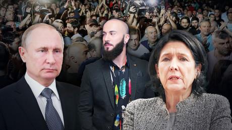 Der georgische Journalist Giorgi Gabunia (M.), die georgische Präsidentin Salome Surabischwili (r.) und der russische Präsident Wladimir Putin (l.)