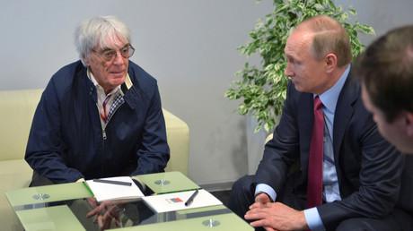 Bernie Ecclestone und Wladimir Putin während des Formel-1-Rennens im russischen Sotschi (1. Mai 2016).
