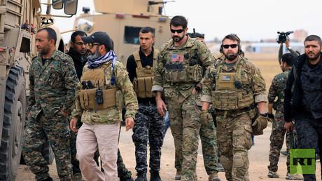 US-amerikanische Truppen zusammen mit Kämpfern der syrischen Opposition.