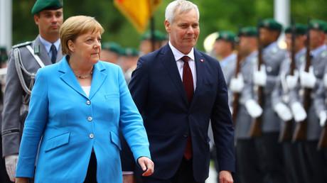 Bundeskanzlerin Angela Merkel empfing am 10. Juli 2019 Finnlands neuen sozialdemokratischen Ministerpräsidenten Antti Rinne mit militärischen Ehren im Kanzleramt in Berlin.