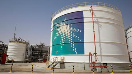 Ein Öltank des staatlichen Ölriesen Saudi Aramco bei der Förderanlage von Shaybah.