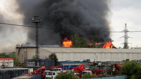 Flammen bis zu 50 Meter hoch: Mindestens 13 Verletzte, eine Tote bei Brand nahe Moskau