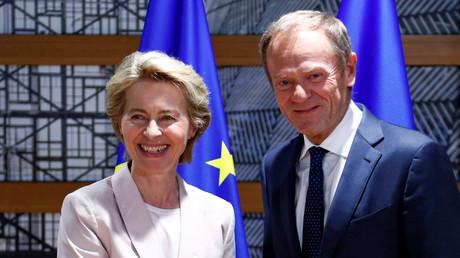 Die deutsche Verteidigungsministerin Ursula von der Leyen zusammen mit EU-Ratspräsident Donald Tusk in Brüssel, Belgien, am 4. Juli 2019.