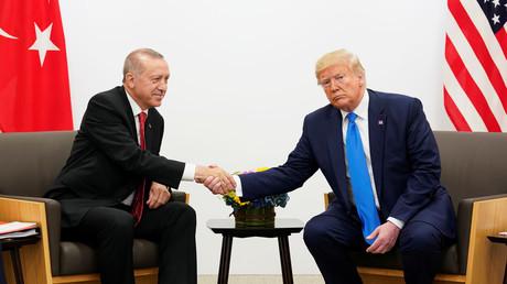 Der türkische Präsident Erdogan mit dem US-Präsidenten Trump, G20-Gipfel, Osaka, Japan, 29. Juni 2019.