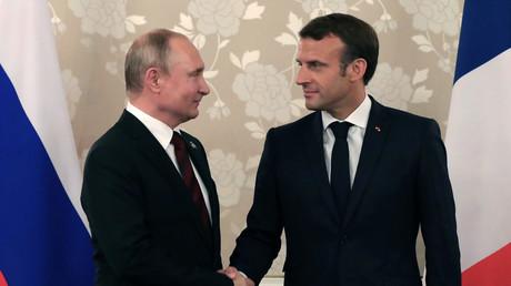 Der russische Präsident Wladimir Putin mit dem französischen Präsidenten Emmanuel Macron bei einem Treffen am Rande des G20-Gipfels in Osaka, Japan, 28. Juni 2019.