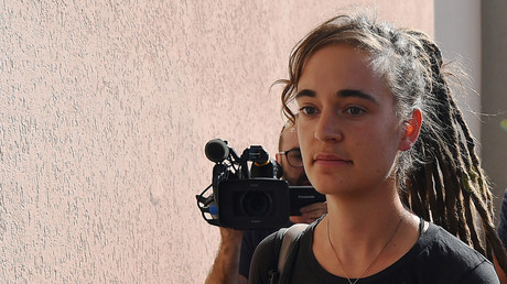 Die deutsche Kapitänin Carola Rackete vor der Anhörung am 18. Juli 2019 im sizilianischen Agrigent