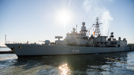 Die Fregatte Augsburg bei ihrer Rückkehr von einer Mission im Mittelmeer im Februar 2019