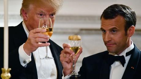 Donald Trump droht Frankreich mit Strafzöllen: Wird Wein zum Bauernopfer? Auf dem Bild: US-Präsident Donald Trump und sein französischer Amtskollege Emmanuel Macron stoßen bei einem Dinner im Weißen Haus an, 24. April 2018.