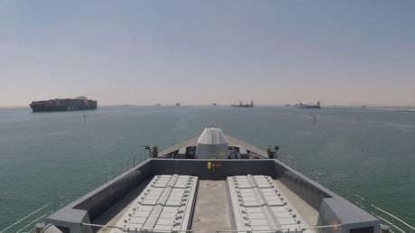 Auf Eskalationskurs? Die HMS Duncan auf dem Weg durch den Sueskanal am Montag