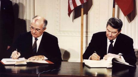 Lange her: Ronald Reagan und Michail Gorbatschow bei der Unterzeichnung des INF-Vertrags in Washington im Dezember 1987