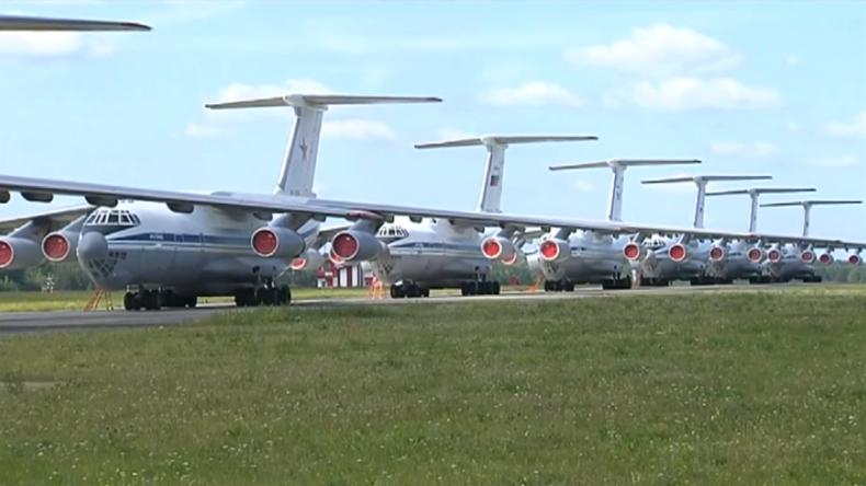 Russland: Militärflugzeuge zur Bekämpfung sibirischer Waldbrände im Einsatz