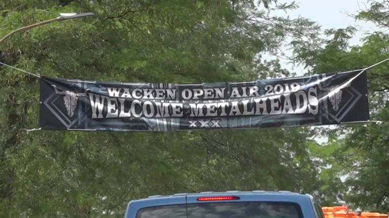 Deutschland: Tausendeströmen zum weltgrößten Heavy-Metal-Festival nach Wacken