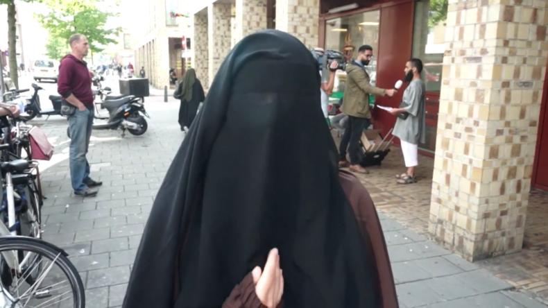 Niederlande: Muslimische Frauen protestieren gegen Burka-Verbot in Den Haag
