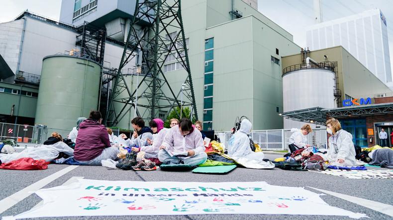 Klimaaktivisten blockieren Kohlekraftwerk Mannheim – auch auf Förderbändern