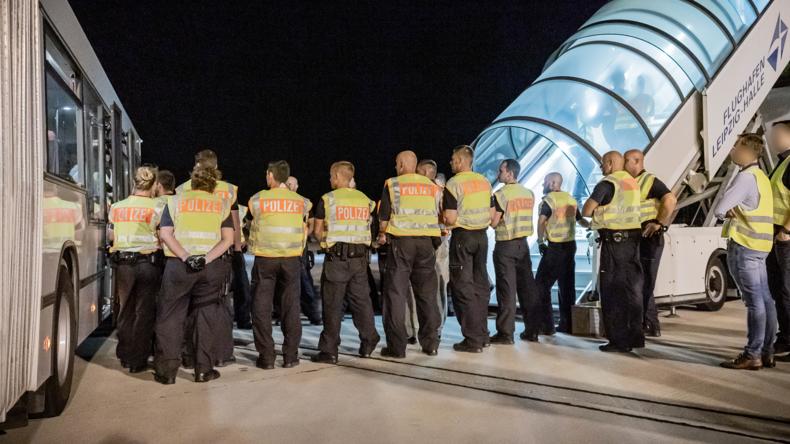 Bericht: Deutsche Polizei hat zunehmend Probleme mit Migranten (Video)