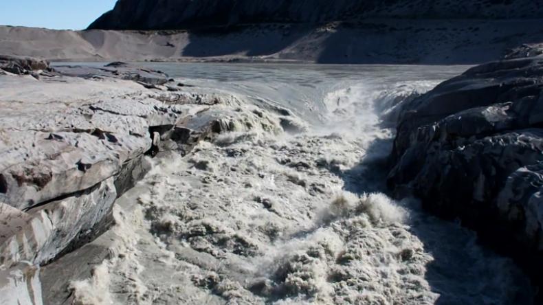Reißende Schmelzwasserflüsse in Grönland – Binnen 24 Stunden Milliarden Tonnen Eis geschmolzen