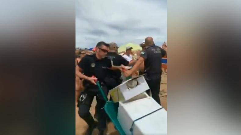 Spanien: Straßenverkäufer sticht an Strand auf Polizisten ein