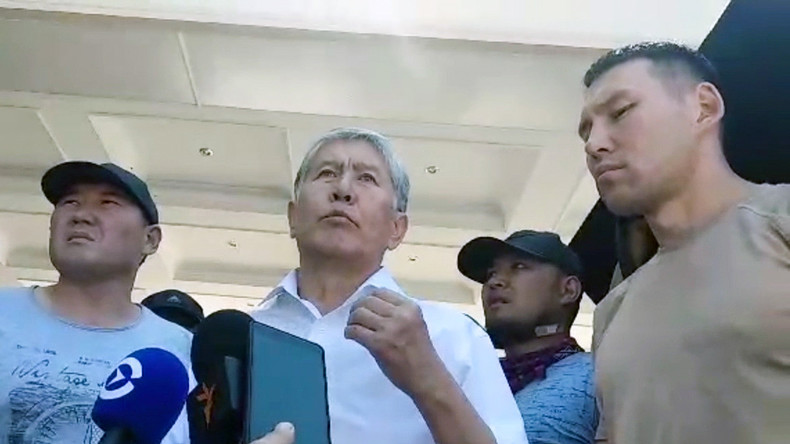 """Kirgisistan: """"Schießt nicht auf eigene Leute"""", warnt Ex-Präsident Atambajew nach verpatzter Razzia"""