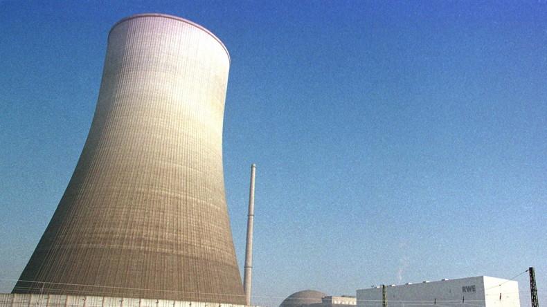 LIVE: Kühlturm des Atomkraftwerks Mülheim Kärlich wird zum Einsturz gebracht